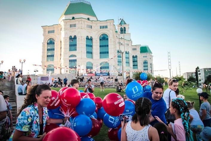 «РЕАЛ» проведёт онлайн-трансляцию фестиваля «Музыка на траве»