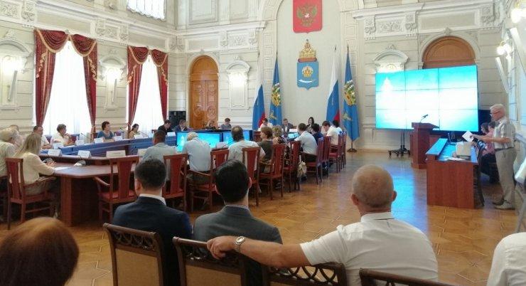 В администрации губернатора раскритиковали опиловку деревьев и проект нового микрорайона в Астрахани