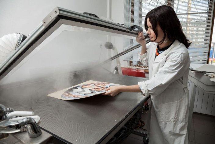 Отреставрированы редкие китайские миниатюры Астраханской картинной галереи