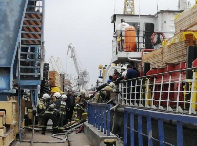 Пожар на иранском судне в астраханском порту потушен