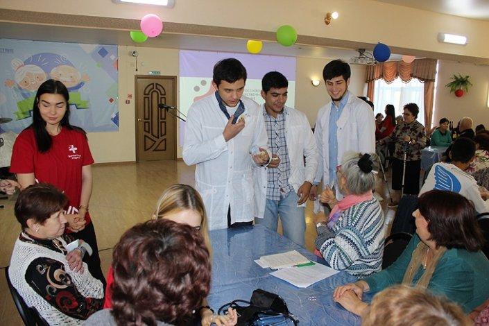 Студенты-медики активно сотрудничают с астраханскими пенсионерами