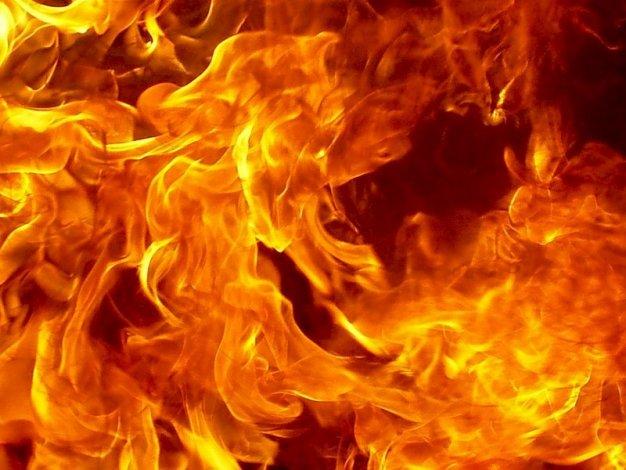 На пожаре под Астраханью спасены 12 человек