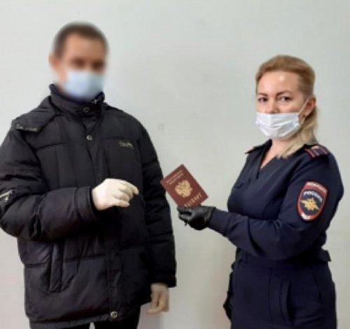 Астраханец получил свой первый паспорт в 38 лет