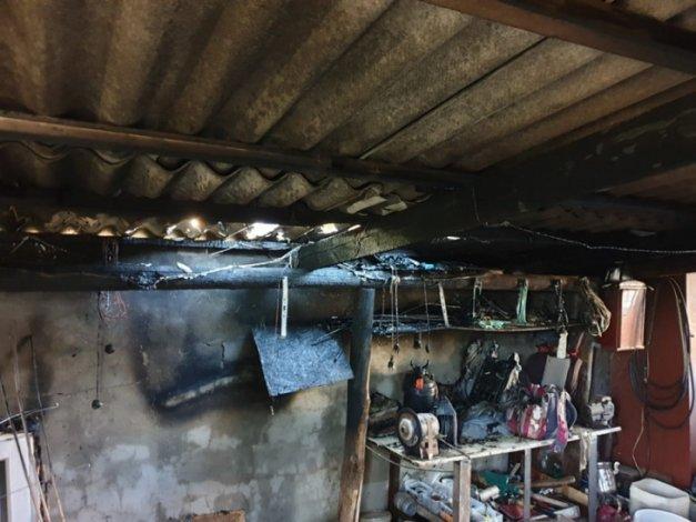 За день в Астрахани сгорели два гаража