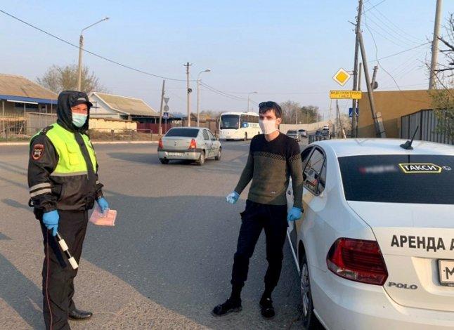 Полиция контролирует работу астраханских такси