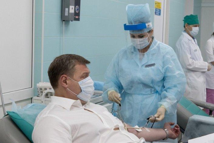 Астраханский губернатор стал донором