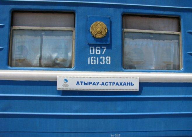 Пассажиры поезда Астрахань-Атырау ужаснулись тараканьим логовам