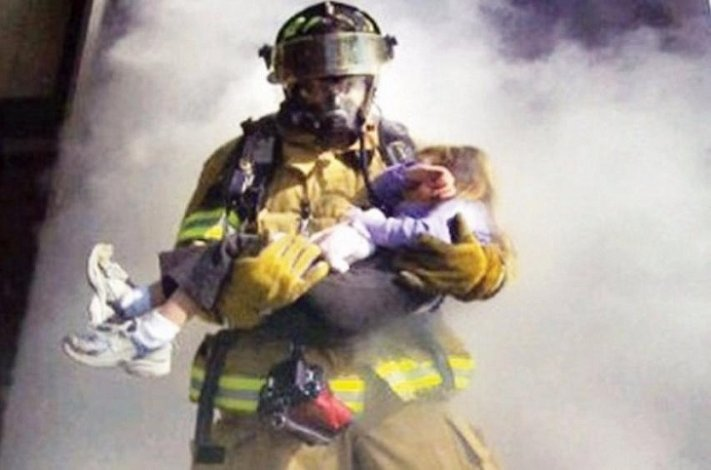 На пожаре в Астрахани едва не погибли малыш, его мама и бабушка