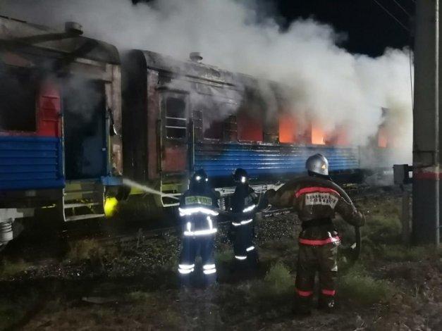 В Астрахани ночью загорелся поезд