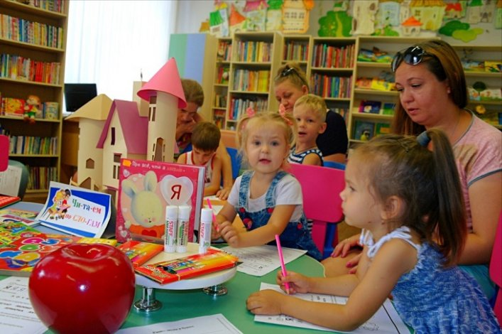 Юных астраханцев приглашают в клуб семейного чтения