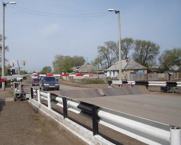 В поселке Верхний Баскунчак на два часа будет закрыт железнодорожный переезд