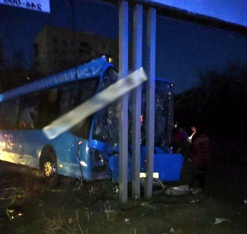 Водитель автобуса в Астрахани потерял сознание за рулём: 4 пострадавших