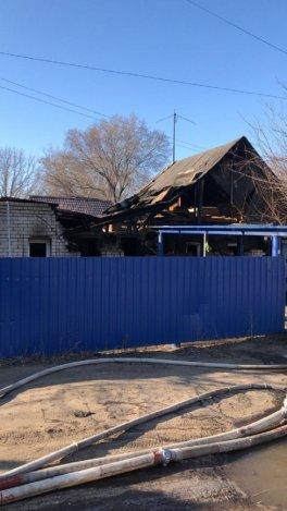 На пожаре В Астрахани погибли бабушка и её внучка