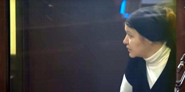 В очках и с пакетом из «Фикс Прайса»: как судили Морозову и что с ней будет теперь
