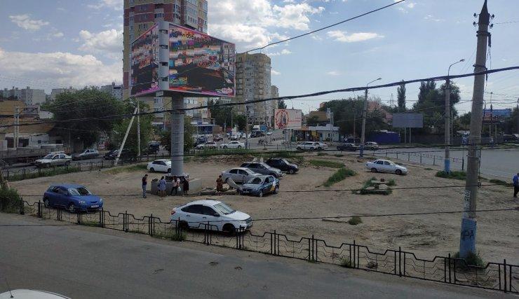 Астраханцы возмущены несанкционированной парковкой у Больших Исад