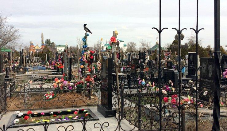 Астраханские VIP-могилы: фотопрогулка по Новому кладбищу