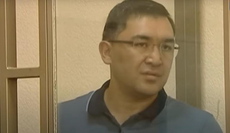 Экс-премьер Астраханской области Султанов полностью признал вину в преступлении