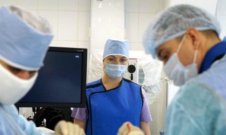Под непрерывным наблюдением врачей находится 421 астраханец
