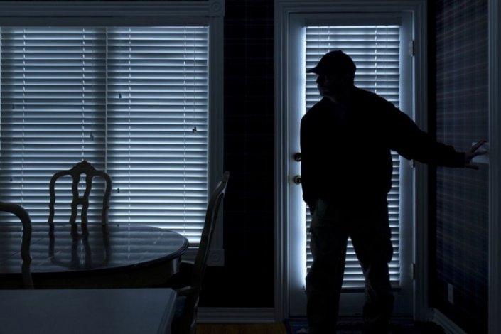 Астраханец похищал имущество спящих горожан