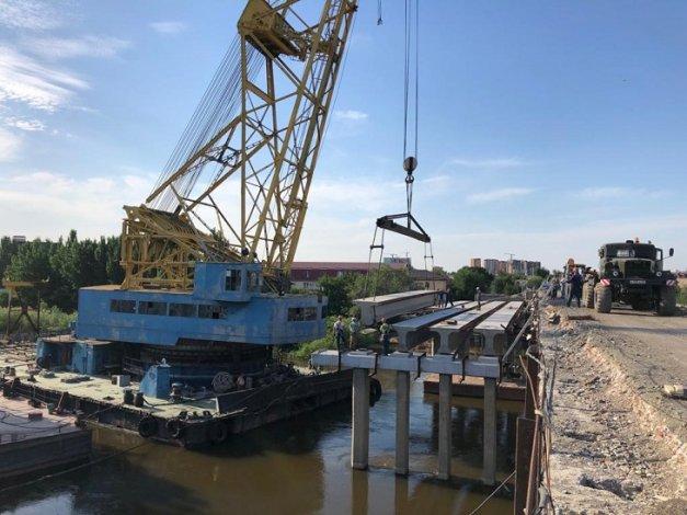 На ключевой для астраханцев стройке моста установлены новые конструкции